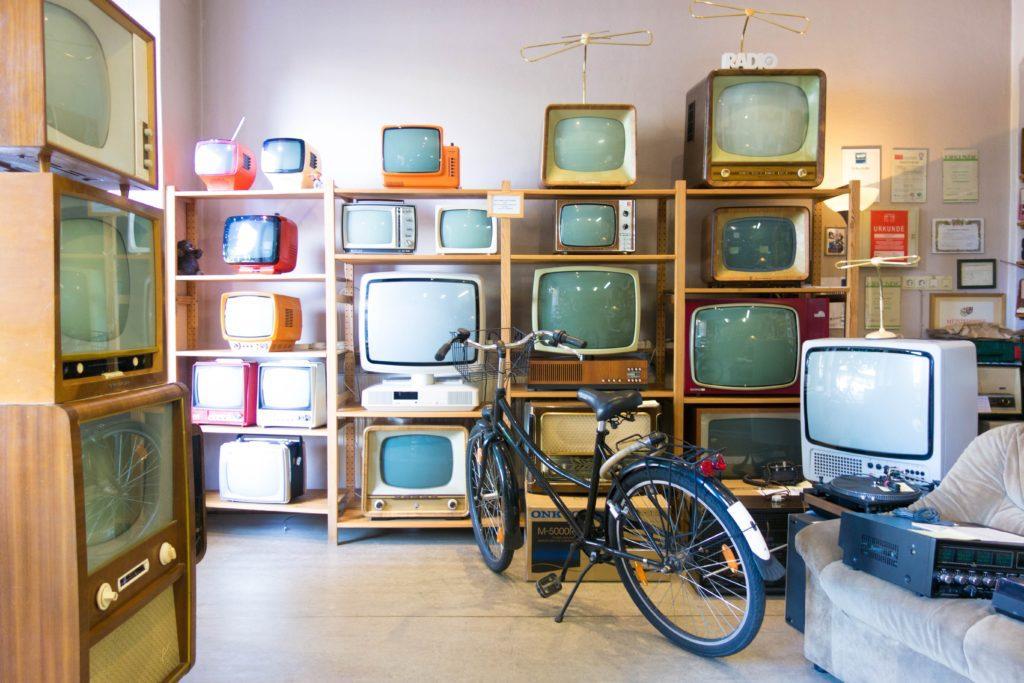 たくさんのテレビ